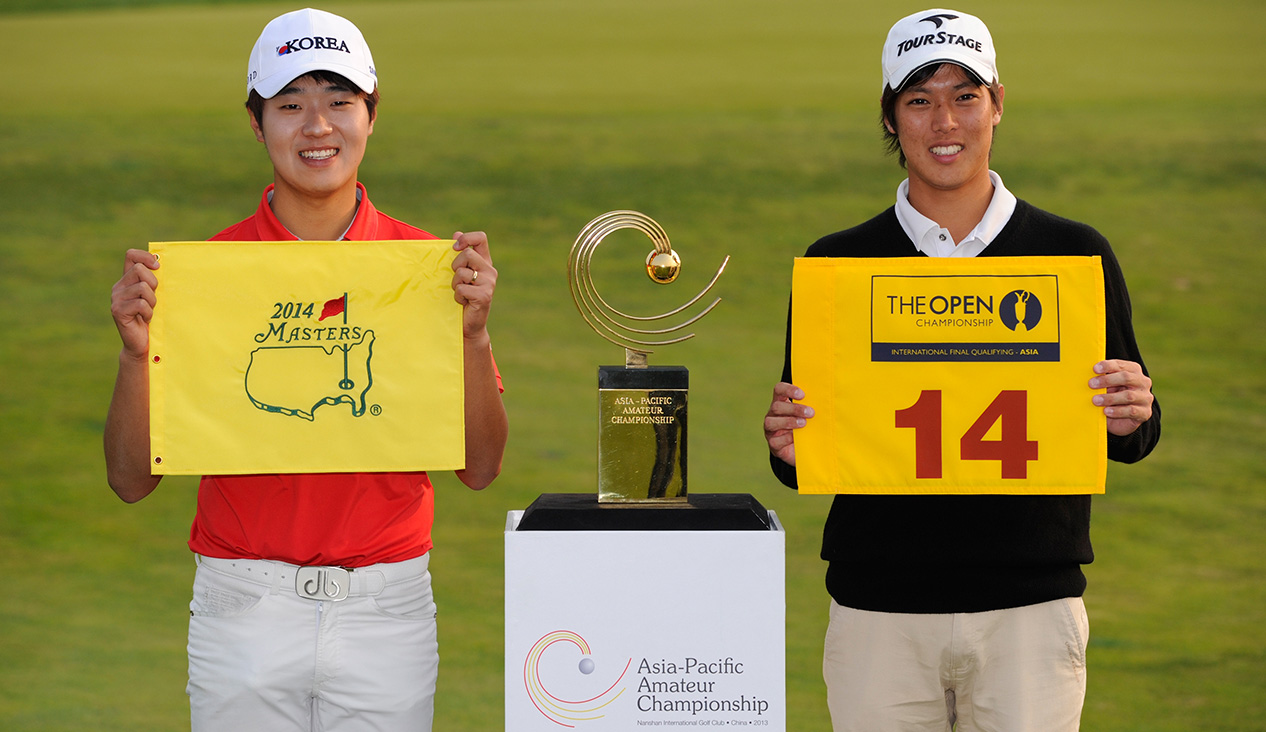 LONGKOU CITY, China: Lee Chang-woo of Korea, winner of the Asia-Pacific Amateur Championship, left and runner up Shohei Hasegawa of Japan stand for a photograph after the completion of  the Asia -Pacific Amateur Championship at Nanshan International Golf Club, Garden Course during round four on Sunday, October 27, 2013. Picture by David Paul Morris/AAC.