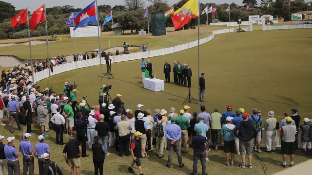 Melbourne, Australia: spectators gather for the award ceremony following the final round of the Asia-Pacific Amateur Championship at the Royal Melbourne Golf Club). October 26 2014, (photo by Dave Tease/AAC)