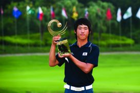 Han Chang-Won of South Korea poses with the trophy after winning the Asia-Pacific Amateur Championship at Mission Hills Golf Club on November 1, 2009, in Shenzhen, Guangdong, China. (Photo by Victor Fraile/Getty Images)