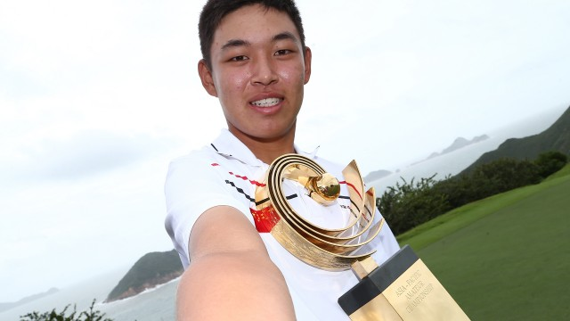 Hong Kong: Cheng Jin of China takes a selfie with the Asia-Pacific Amateur Championship trophy after winning the 2015 Asia-Pacific Amateur Championship at the Clearwater Bay Golf & Country Club in Hong Kong on October 04, 2015. (Photo by Alex Liew/AAC)